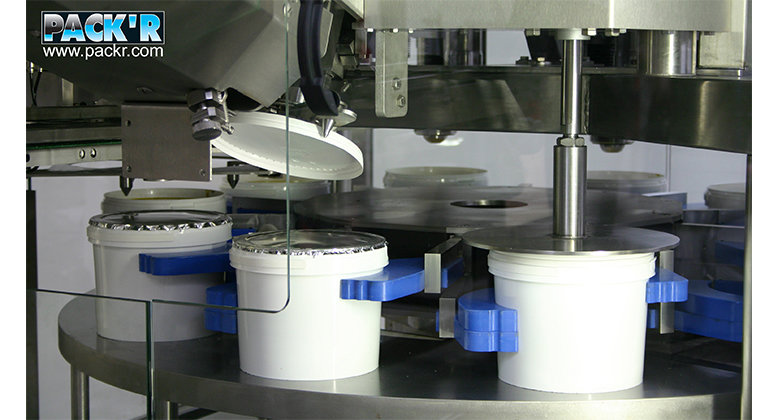 contact-lens-image 0008 PACKR-lid-placing-station